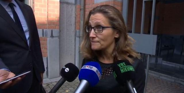 La ministra del Commercio canadese Chrystia Freeland al termine dei negoziati con la Vallonia