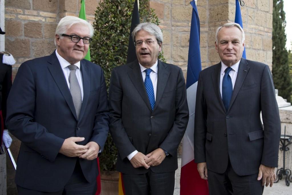 Da sinistra: Il ministro degli Esteri tedesco Steinmeier, l'italiano Gentiloni e il Francese Ayrault (Fonte: Maeci)