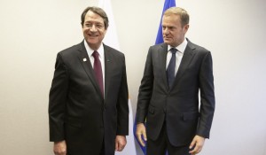 Il presidente cipriota Anastasiades e quello del Consiglio europeo Tusk