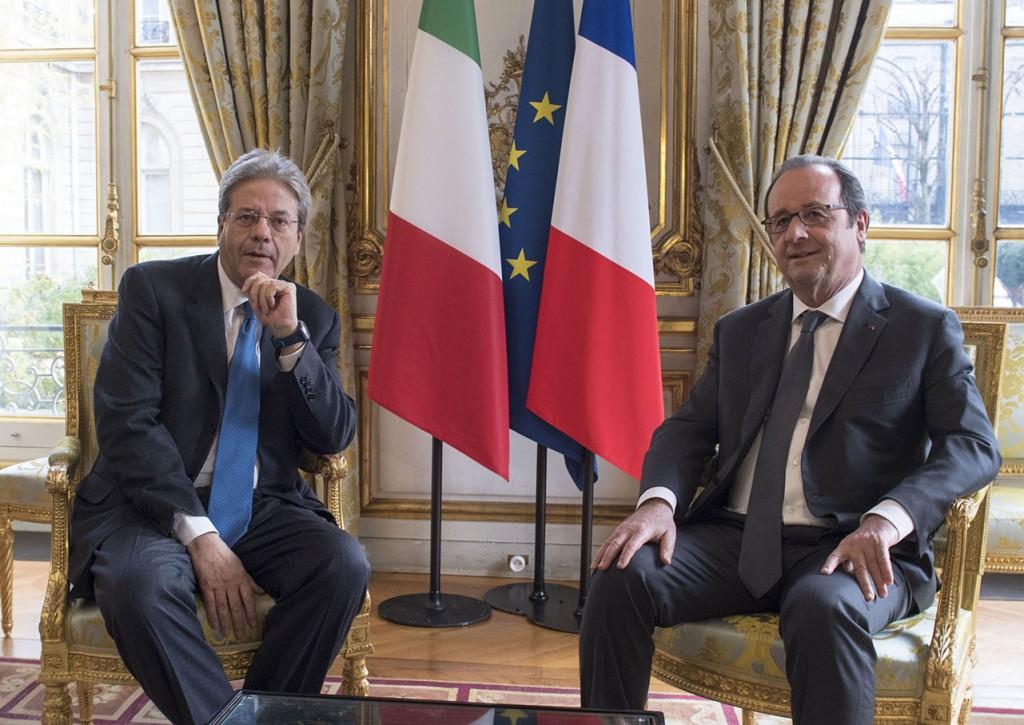 Il presidente del Consiglio, Paolo Gentiloni, e il presidente francese Francois Hollande (Foto: Barchielli, Palazzo Chigi)