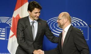 Il premier canadese Trudeau con l'ex presidente del Parlamento Schulz -