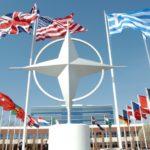 Dopo la minaccia nucleare, la Nato accusa la Russia di (ulteriori) attacchi cibernetici