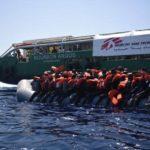 Migranti, Ong respingono le accuse di contatti con scafisti ma calano le donazioni