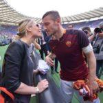 Da capitano a dirigente, Totti resta a Roma. Nel segno e nel disegno di Hillary