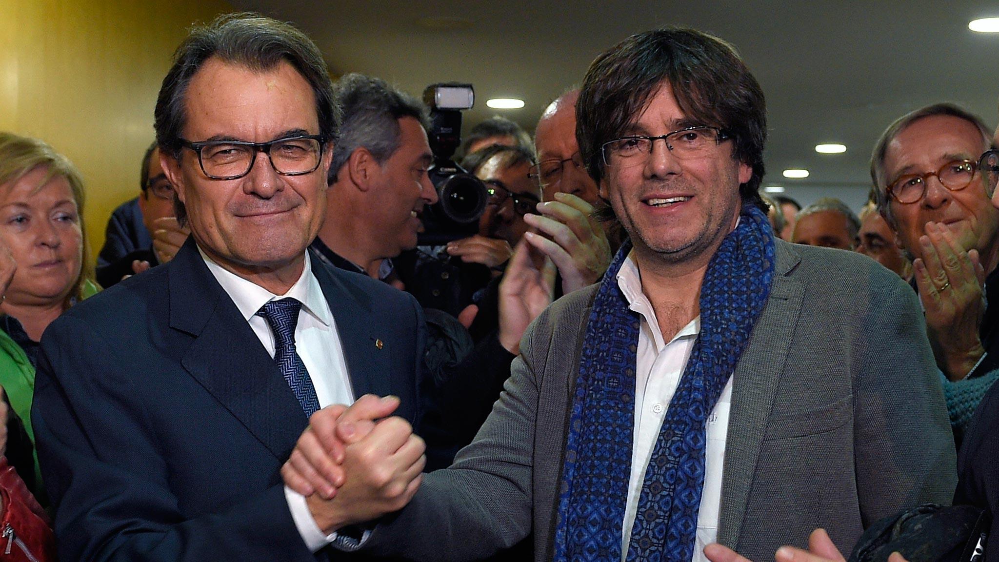 Spagna, unionisti in piazza contro gli indipendentisti catalani