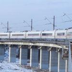 Majakovskij tende verso l'amata come un treno che corre verso la stazione