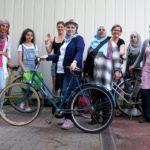 A Berlino l'emancipazione delle rifugiate fa pedalate da gigante