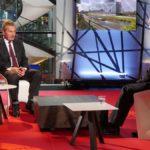'I mercati insegneranno agli italiani a votare' . Il commissario Ue Oettinger scatena l'ira trasversale
