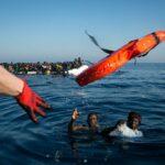 L'Italia vuole nuove regole per missione Sophia: distribuire in Ue i migranti salvati nel Mediterraneo