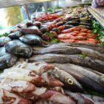 Pesce: non è detto che quel che mangi sia quello che credi di aver comprato: il 40% ha etichette
