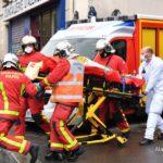 Parigi ripiomba nella paura: attacco vicino all'ex sede di Charlie Hebdo, due persone accoltellate