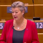 Moria, la condanna del Parlamento. La commissaria Johansson annuncia il meccanismo di solidarietà obbligatoria