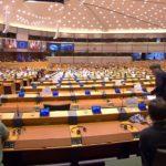 Vaccini, Parlamento UE spaccato sulla deroga ai brevetti. Dombrovskis: