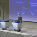 Vaccini anti-COVID, l'UE scarica tutto su Dombrovskis per gli errori con l'Irlanda del nord