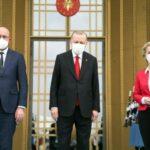 Vertici UE ad Ankara per tendere la mano a Erdogan. Von der Leyen avverte: