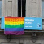 UEFA, bufera dopo il no ai colori arcobaleno sullo stadio di Monaco. A Bruxelles sventola la bandiera dei diritti LGBT+