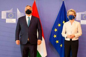 Il primo ministro ungherese, Viktor Orban, e la presidente della Commissione UE, Ursula von der Leyen. E' scontro tra i due sui diritti della comunità LGBT