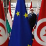 Tunisia, nel pieno della crisi politica scatenata dal presidente Saïed, l'UE predica calma: