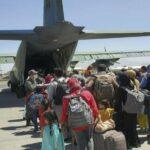 Afghanistan, attentato fuori dall'aeroporto di Kabul. UE: