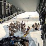 Afghanistan, ultime ore degli europei a Kabul. Da Roma a Berlino, chiusi in fretta i ponti aerei