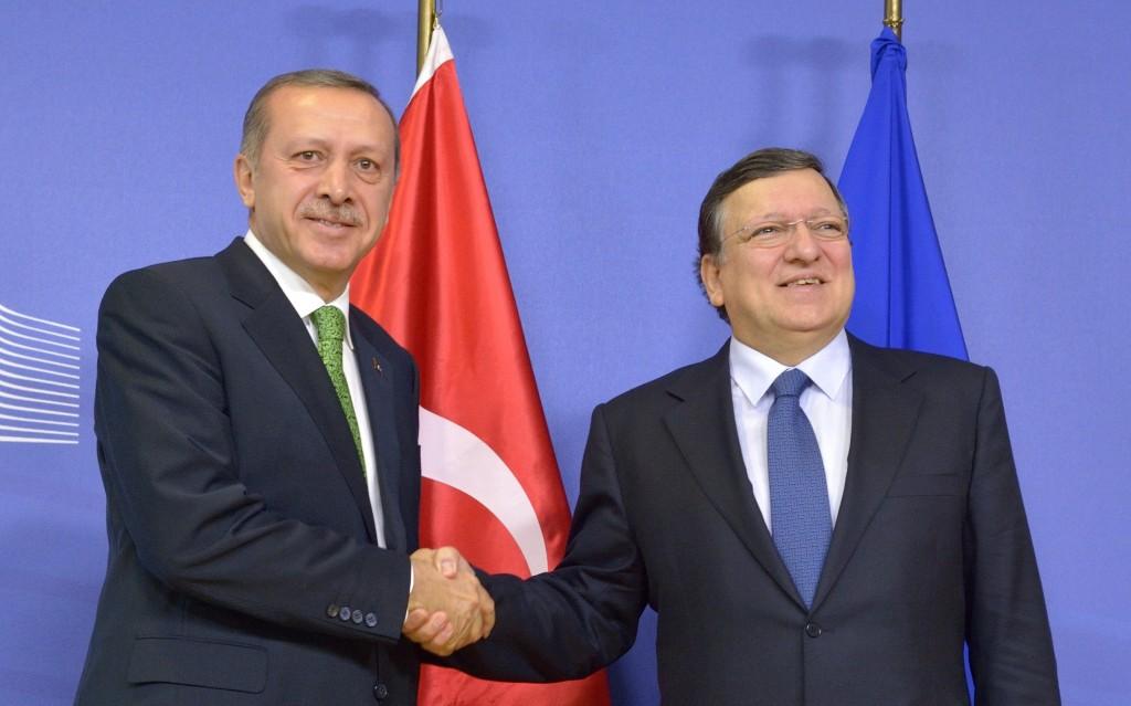 Handshake between Recep Tayyip Erdoğan, on the left, and José Manuel Barroso