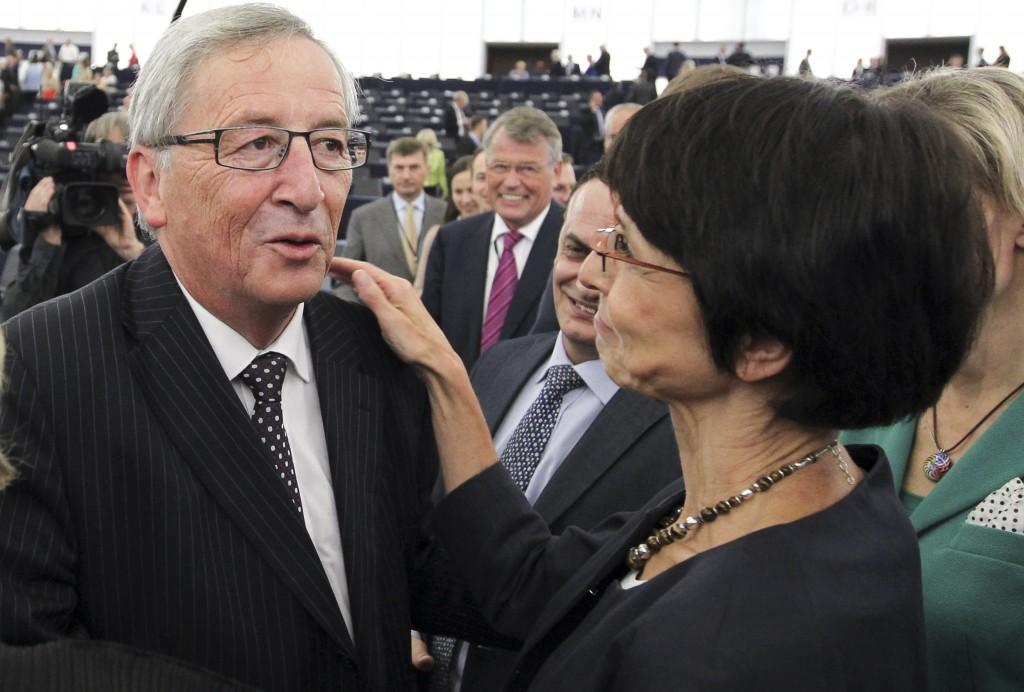 Juncker con Marianne Thyssen durante la sua audizione alla Plenaria del Parlamento europeo