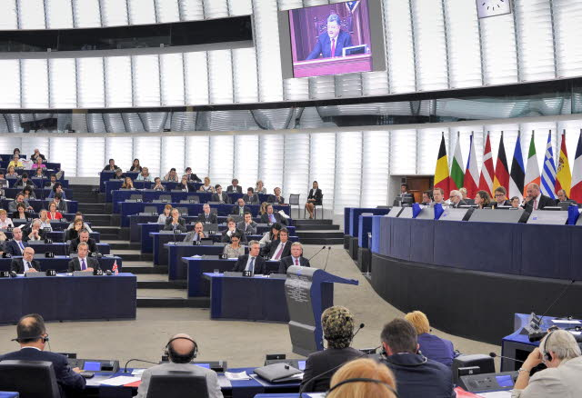 L'intervento in diretta streaming a Strasburgo del presidente ucraino Poroshenko