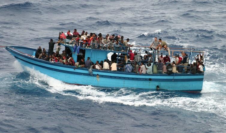 Un barcone di migranti nel Mediterraneo - ph. UNHCR