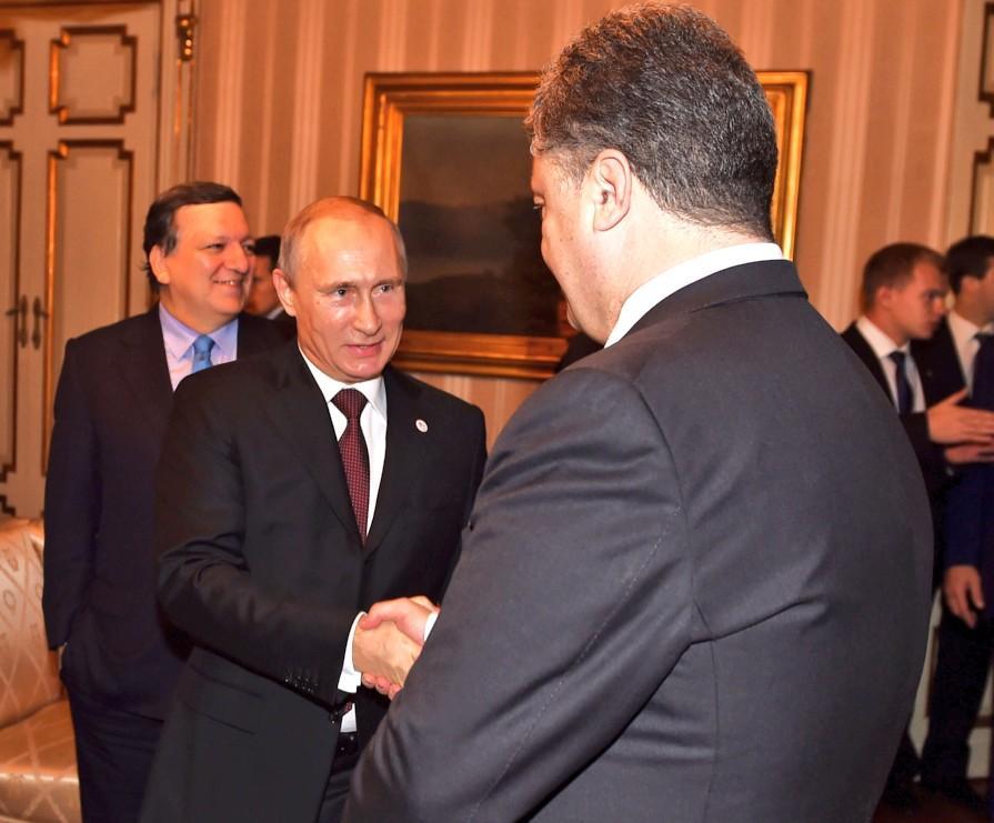 Stretta mano Putin Poroshenko