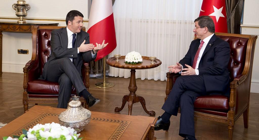 Mattero Renzi con il premier turc Ahmet Davutoglu
