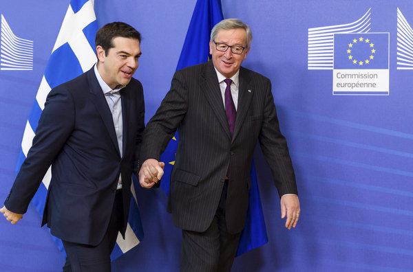 Juncker prende per mano Tsipras