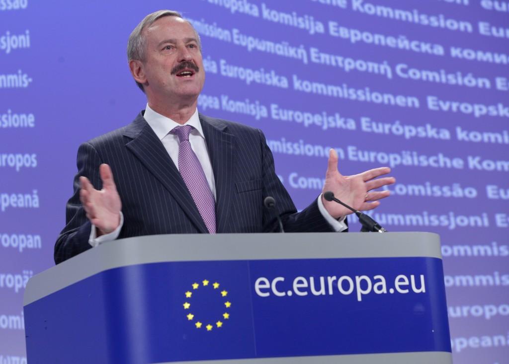 Siim Kallas quando era commissario europeo per i Trasporti (archivio)