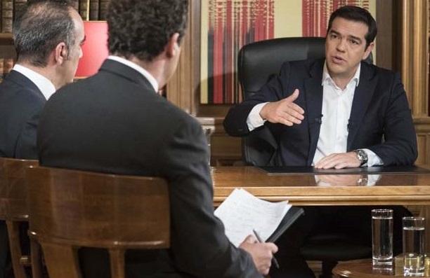 Tsipras durante l'intervista a Ert