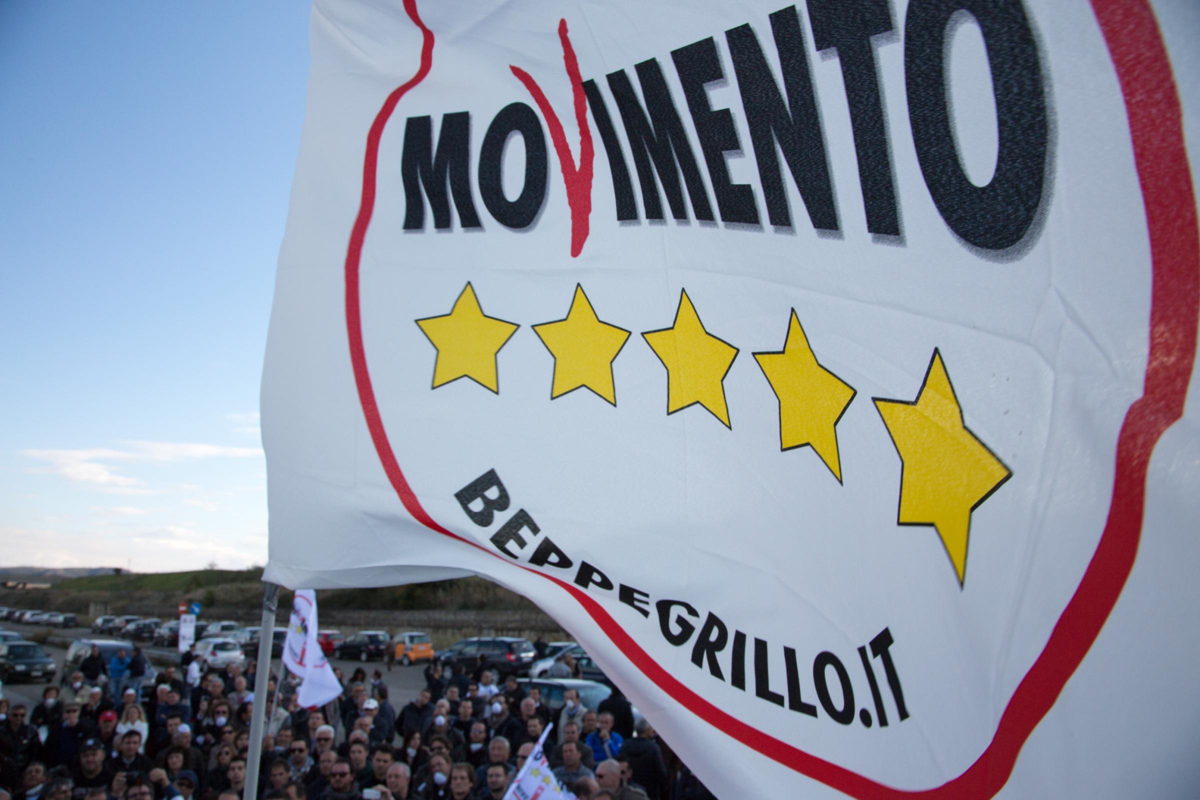 Il movimento 5 stelle rilancia il referendum sull 39 euro ma for Parlamento movimento 5 stelle