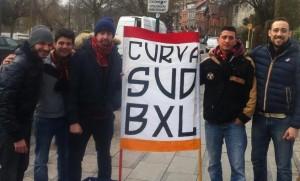 """Tifosi del """"Curva Sud Bruxelles"""" con uno striscione del club"""