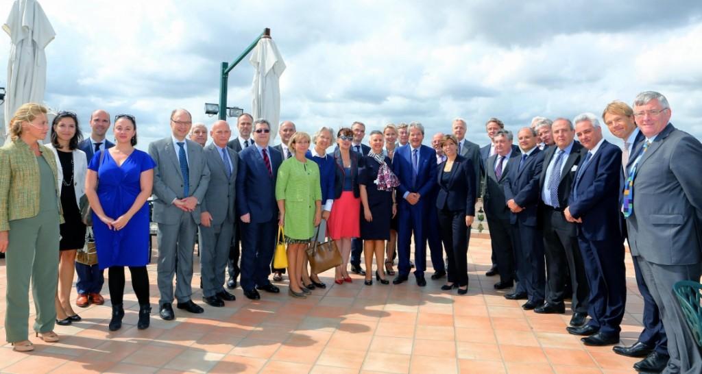 Il ministro degli Esteri Paolo Gentiloni incontra gli ambasciatori Ue (Foto: Ansa, Fonte: Farnesina)