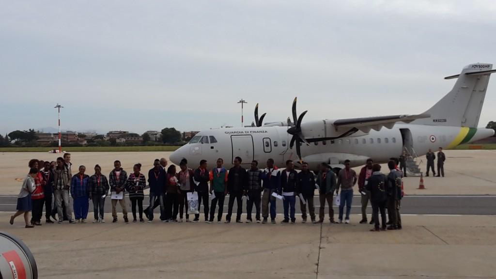 Il primo volo per la relocation di rifugiati dall'Italia