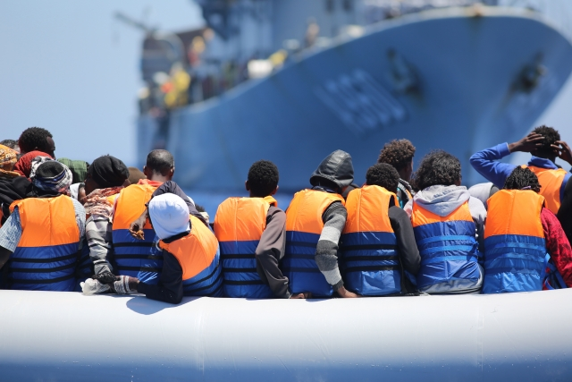Migranti, il monito dell'Ue: l'Italia è indietro con i rimpatri