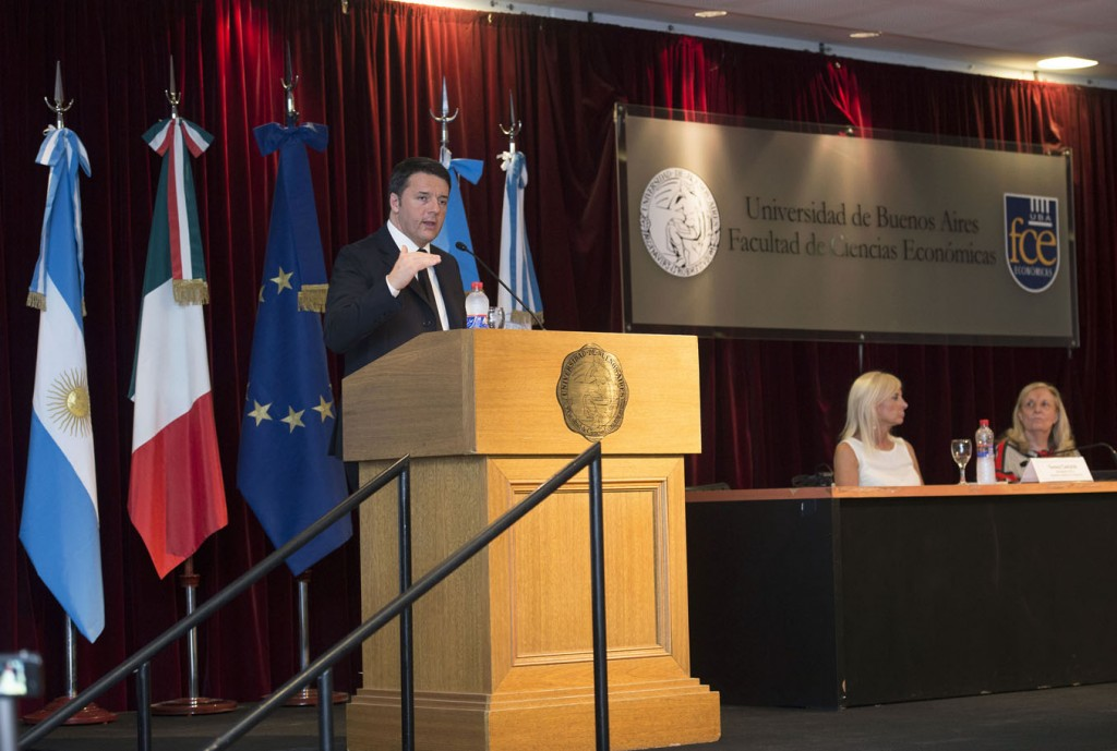 Il presidente del Consiglio, Matteo Renzi, all'Università di Buenos Aires (Foto: Barchielli, Palazzo Chigi)