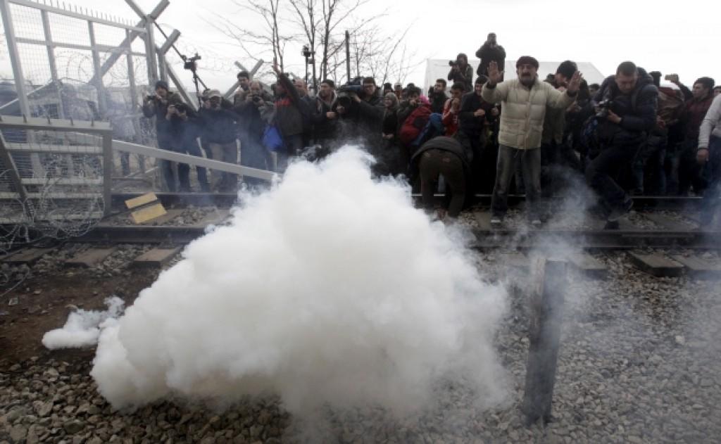 Idomeni lacrimogeni migranti