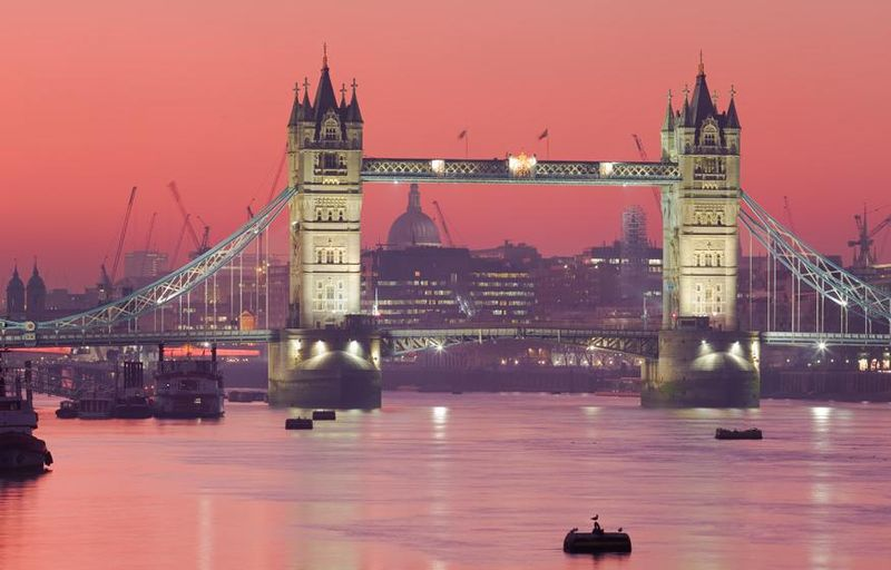 800px-Tower_Bridge_(sunset)