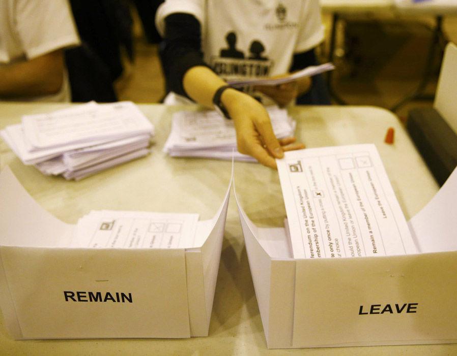 REFERENDUM UK Remain 52%, Leave 48%