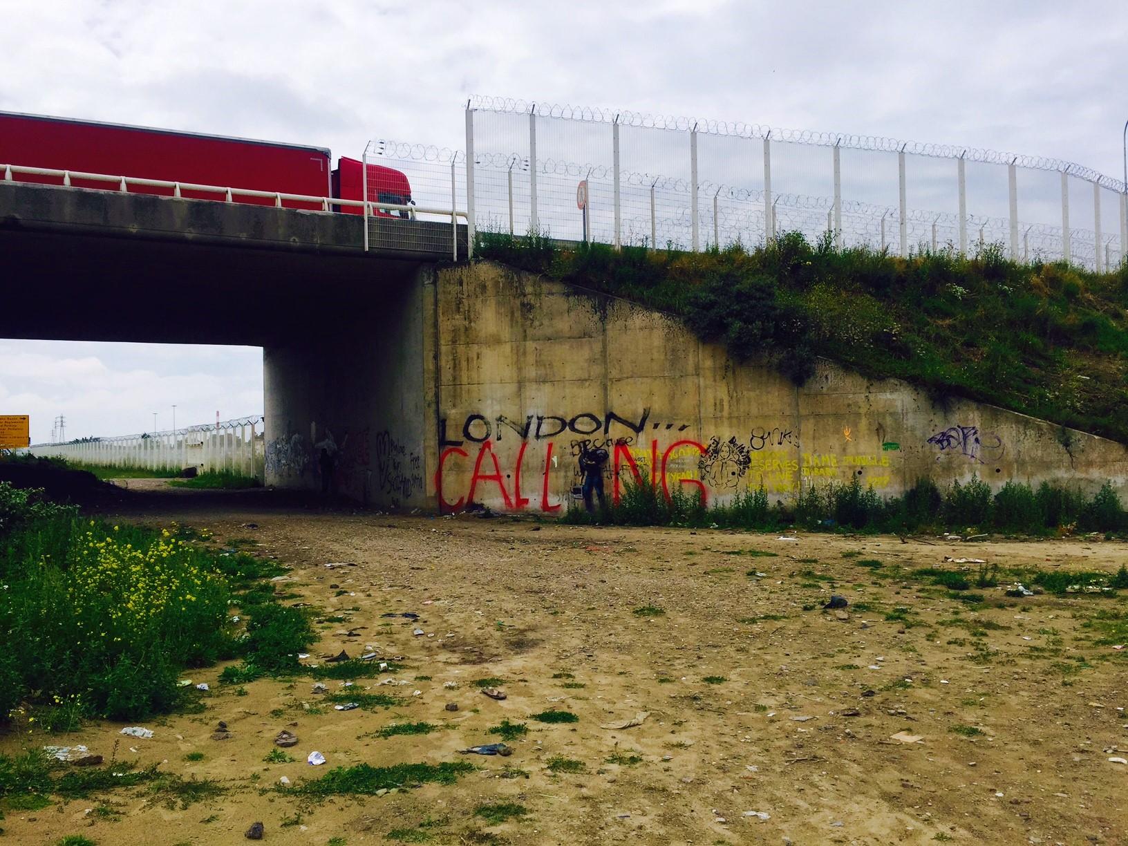 Gran Bretagna: un muro a Calais per tenere fuori gli immigrati