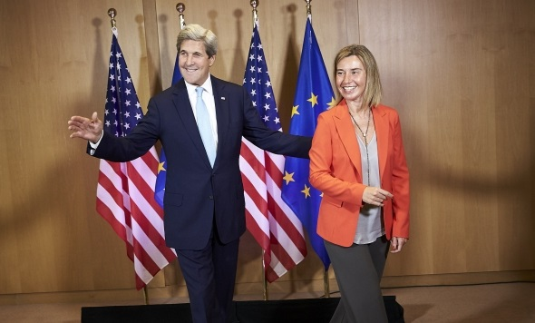 Il Segretario di Stato Usa Kerry con l'Alto rappresentante Ue Mogherini - foto Consiglio Ue