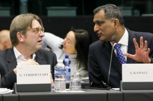 Verhofstadt e Kamall - © European Union 2016 - Source : EP