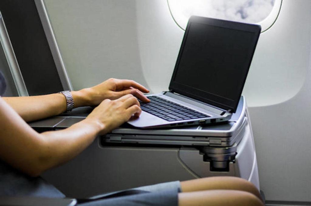 Anti-terrorismo, gli Usa vogliono vietare Pc e tablet sui voli dall'Europa